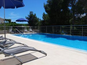 Apartments gudelj apartments for Deep swimming pools for garden